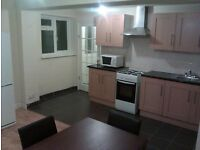 SINGLE & DOUBLE ROOMS. STUDIO BEDSIT FLATS & EN SUITE LARGE ROOM AVAILBLE FOR COUPLES