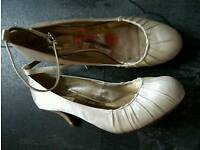 Bridesmaid/prom shoes size 5