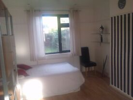 Studio flat Barking and Dagenham RM8