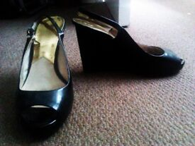 TRULY LOVELY ALWAYS FASHIONABLE ORIGIANL MICHAEL CORS BLACK SHOES