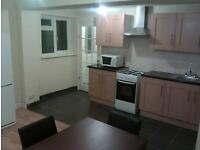 DOUBLE & SINGLE ROOMS & LARGE STUDIO BEDSIT FLAT AVAILABLE FOR COUPLE. ROOMS NR TOWN & TRAIN.
