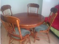 Round Wooden Dining table - Extendable with 4 chairs