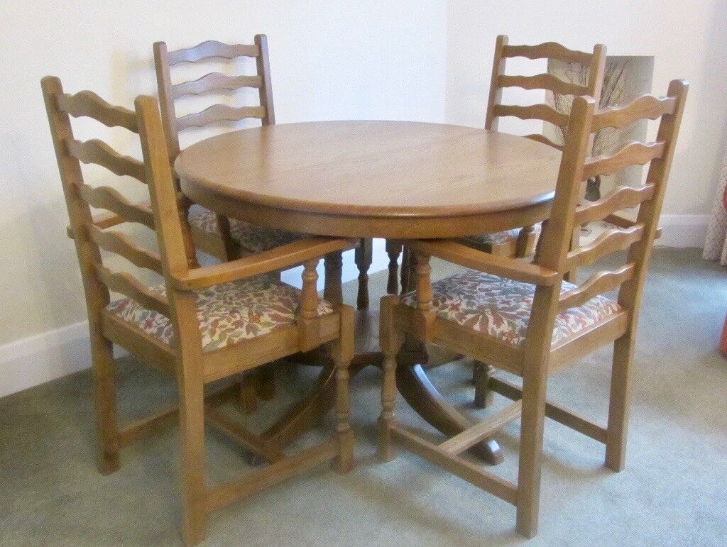 Medium Oak Round Dining Table Extending And 6 Carver Chairs In