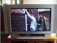 Panasonic TV digital, old and heavy free to be collected