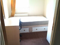 Single Room to let in house situated in Woodhouse £53 per week** PRICE INCLUDES ALL BILLS **
