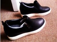 BRAND NEW ORIGINAL BLACK VERSATILE WOMAN'S SHOES SIZE 6, EU 39