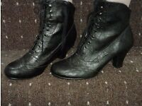 Victorian style black boots size 5 *new*