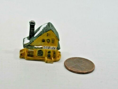 Miniature Manor House Sculpture in 1:12 doll scale A4189