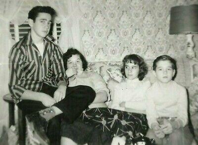 1950s Family Photo Teenager Hairstyle Crazy Wallpaper Vintage Snapshot Photo - 1950's Hairstyles