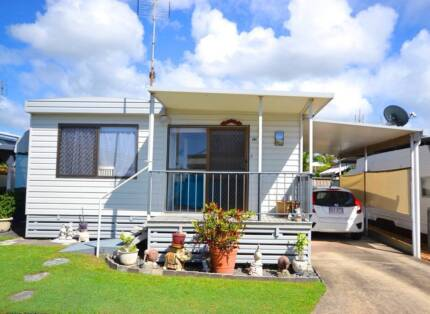 GORGEOUS 2 BEDROOM AIR COND. COTTAGE, LITTLE MOUNTAIN, CALOUNDRA