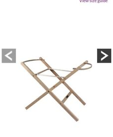 Free-standing moses basket stand