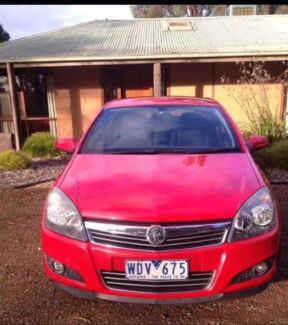 Selling my holden astra cdx 2008