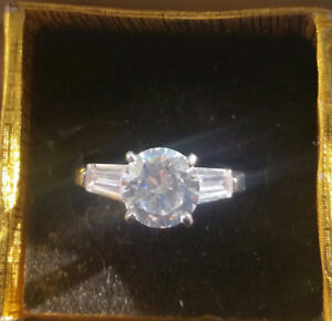 Gorgeous Sparkling Ring  *APHRODITE *