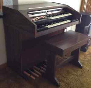Nice THOMAS FALCON 1135 electrical organ
