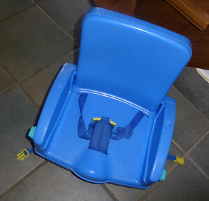 Foldable tak-along booster seat, no tray