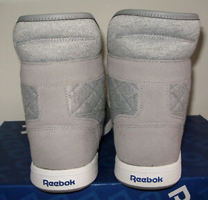BRAND NEW WITH BOX REEBOK  SIZE 10.5 also SZ 10 GREY WHITE BLUE. West Island Greater Montréal image 4