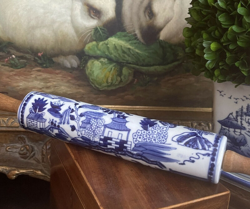 """Stunning Rare English Blue Willow Style Porcelain Chinoiserie Rolling Pin 15"""""""