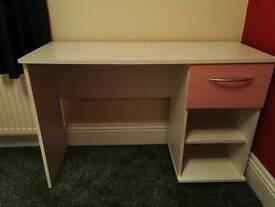 Girls drawer desk