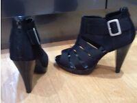 NEW black heels zie 6