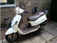 SYM FIDDLE II 125cc SCOOTER, 2013, White 5600 miles, one owner, vgc, MOT 11 months, heated grips.