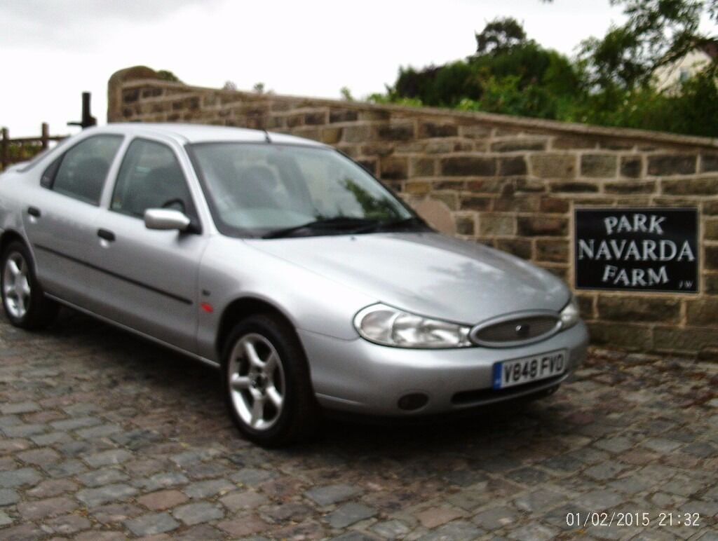 ford mondeo zetec in silver 1999 v reg genuine miles. Black Bedroom Furniture Sets. Home Design Ideas