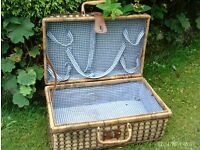 traditional style picnic hamper basket 46 x 31 x 21 cm