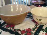 NEW 2 large mixing bowls