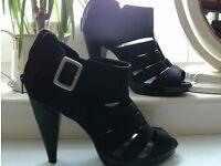 NEW heels size 6
