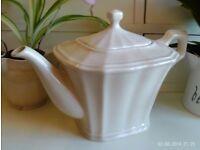 classic style Fine Bone China teapot, cream colour