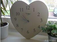 QUARTZ vintage wooden heart shaped wall clock, 26 x 25 cm