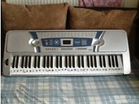 maxim full size electric keyboard complete with mains adaptor