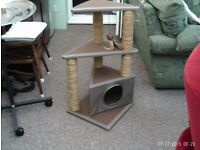 Brand New Large Cat Stand/Scatching Post