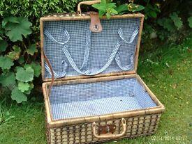 traditional style picnic hamper storage case 46 x 31 x 21 cm
