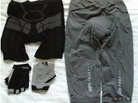 2 pairs of padded cycle shorts and gloves, small