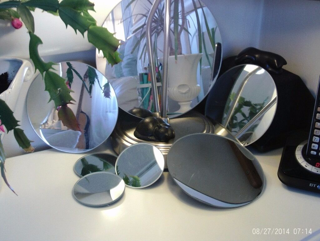 NEW 7 round wall mirrors 23, 168 cm diameterin Cramond, EdinburghGumtree - As new and in immaculate condition, fixings on the back ready to hang on the wall, each measures 23 cm , 16 cm and 8 cm diameter , £7 for the set altogether