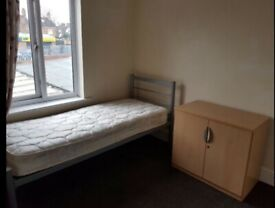 Large single bedroom in the Ilford area