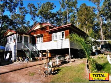 TOTAL 8081m2, Solid Queenslander, Creek, - Eco & Private.