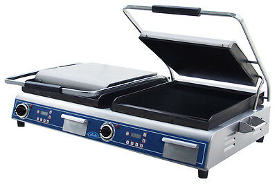 """Globe GSGDUE14D 14"""" x 14"""" Double Panini Sandwich Grill with Smooth Plates"""