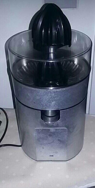 TCM Citrus juicer