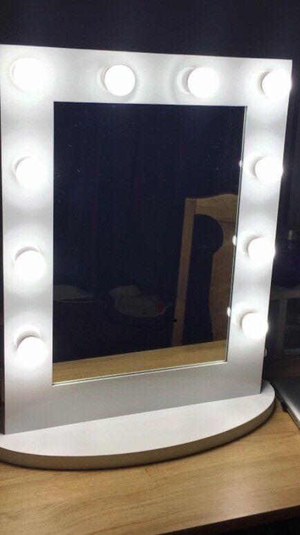 White Chende Hollywood Makeup Mirror