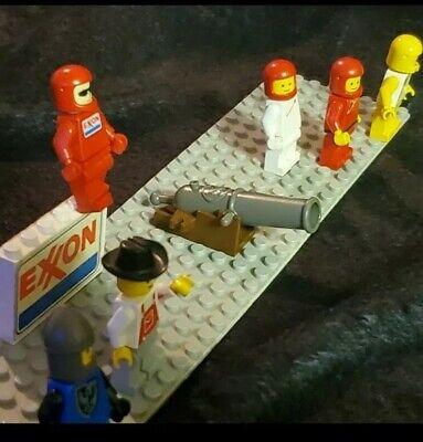 *RARE* Vintage 1980'S Lego Figures and 2 Set pieces