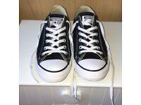 Men's size 8 black&white converse