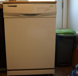 "Whirlpool 26"" portable dishwasher - Lave vaisselle portatif"