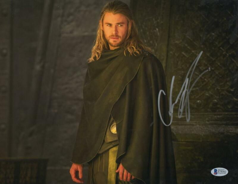 CHRIS HEMSWORTH THOR SIGNED 11X14 PHOTO THE AVENGERS AUTOGRAPH BECKETT COA M