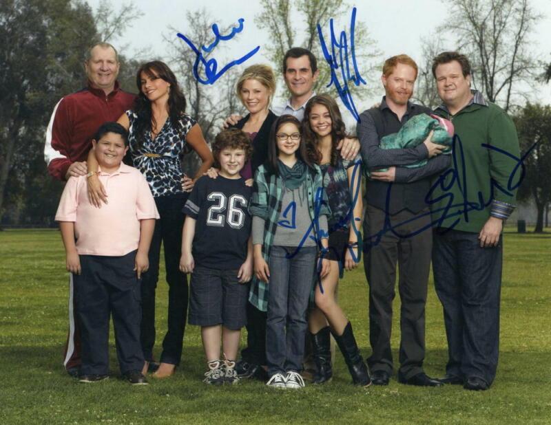ARIEL WINTER, JULIE BOWEN +2 CAST SIGNED AUTOGRAPH 11x14 PHOTO - MODERN FAMILY