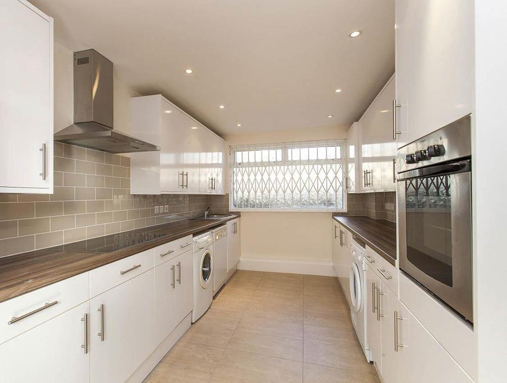 3 bedroom flat in Aberdare Gardens, South Hampstead
