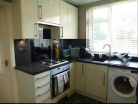 Used cream high gloss kitchen with Neff Gas Hob,Extractor,Black Granite sink