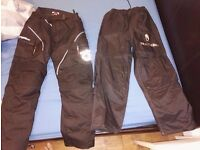 Oxford trousers : MEDIUM and Richa Waterproof :SMALL