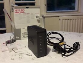 Sky hub SR102-Z wireless broadband and fibre router – boxed with accessories