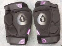 661 Kyle Strait knee pads. Size XL. Excellent condition.